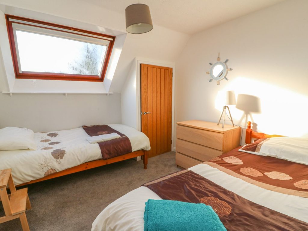 Aberporth Holiday Cottage twin bedroom