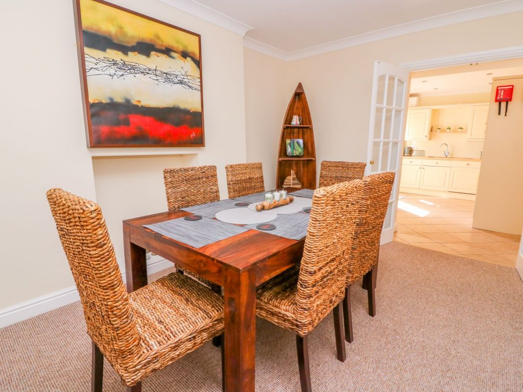 Aberaeron Self Catering Cottage Dining Room with double doors to kitchen