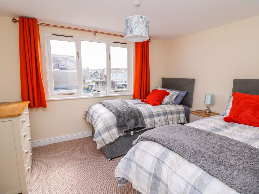 Aberaeron holiday cottage twin-bedroom