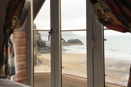Tresaith. Holiday cottages West Wales The Beach House Carreg Las Tresaith