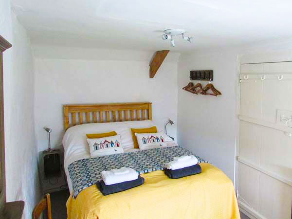 Aberporth. Self catering holiday cottages West Wales Fern Cottage Aberporth