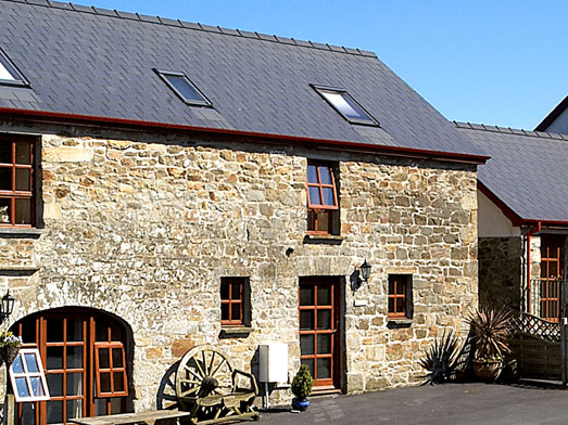 Contact Cefnllaethdre holiday cottages