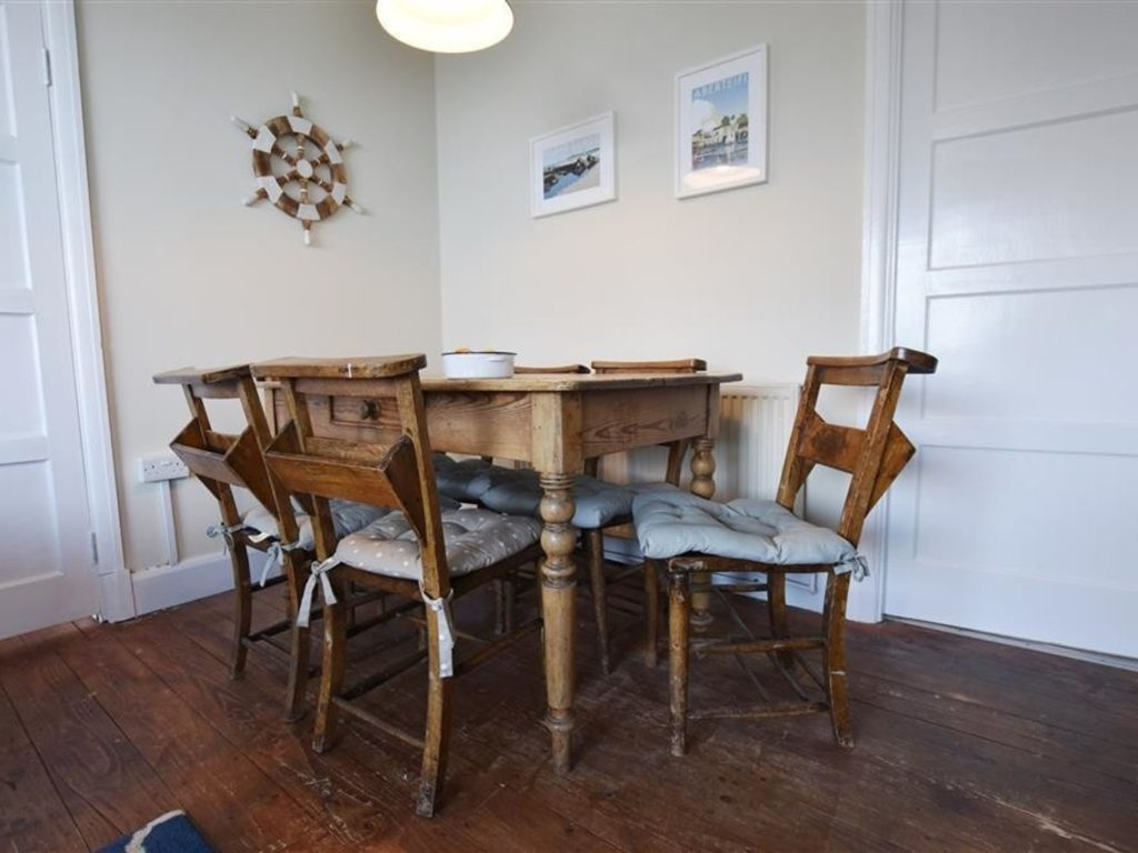Tresaith Holiday Cottage Delyn Aur Dining Area