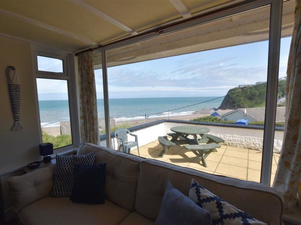 Tresaith Holiday Cottage Delyn Aur Patio