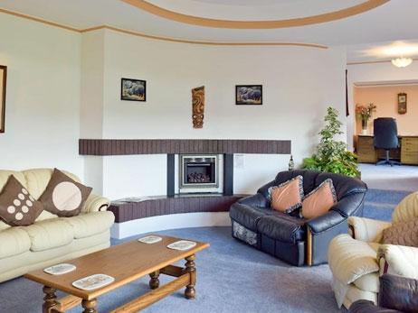 Cardigan. Holiday cottages West Wales Large house with Pool - Y Dorlan Cardigan