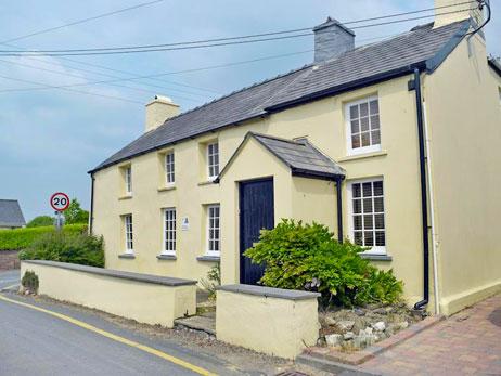 Corner House 'Ty Cornel' Aberporth