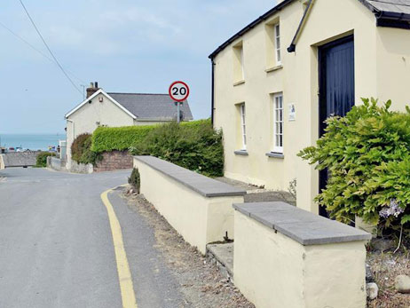 Aberporth. Self catering holiday cottages West Wales Corner House 'Ty Cornel' Aberporth