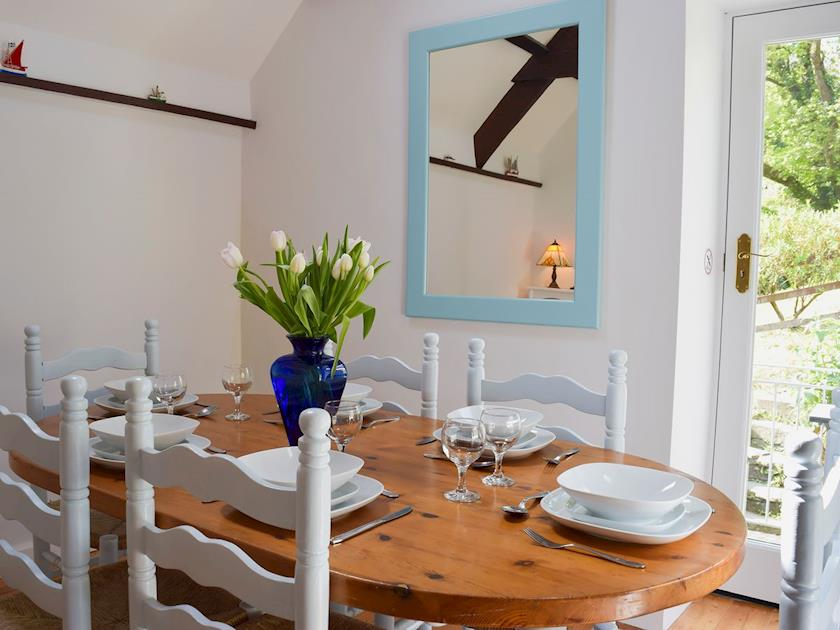 Holiday Cottage Aberporth dining room