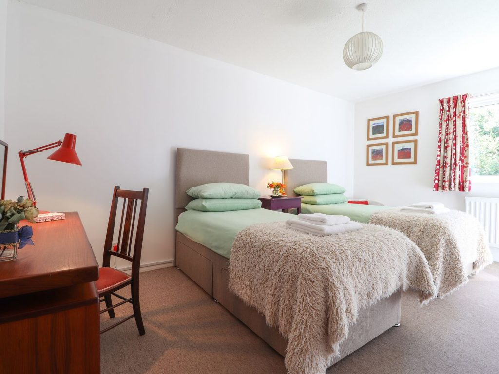 Twin bedroom in Newport Pembrokeshire Holiday Cottage