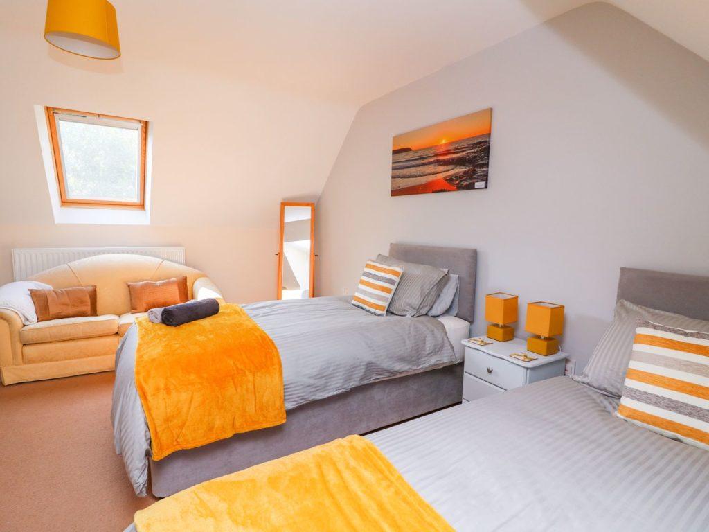 Golygfa Mor Tresaith twin bedroom