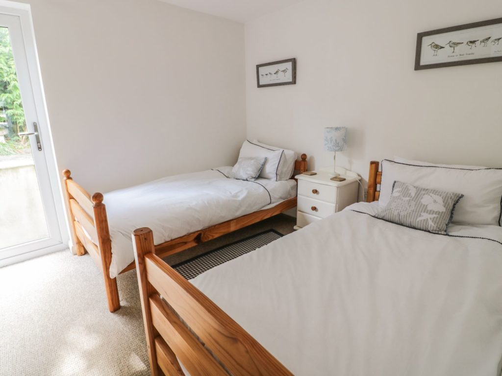 The moorings holiday bungalow St Dogmaels twin bedroom