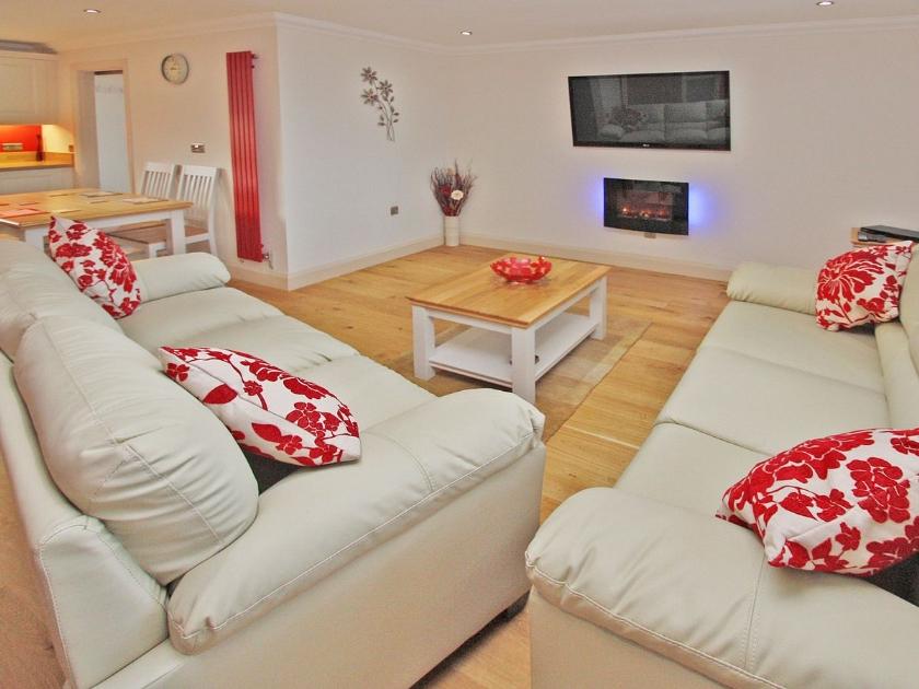 Spacioius bright open plan living space