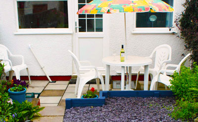 patio garden  Aberaeron dining area self-catering Holiday Cottage