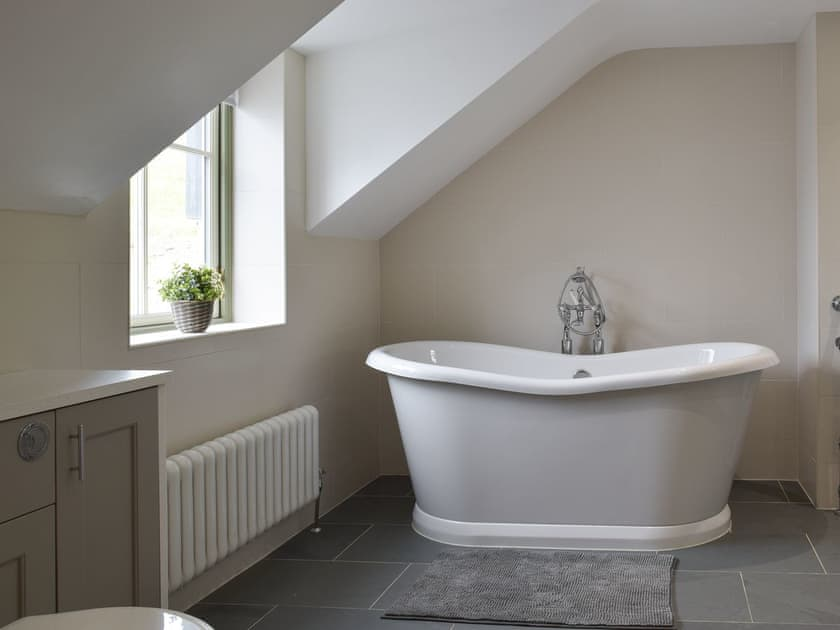 Roll top bath and underfloor heating