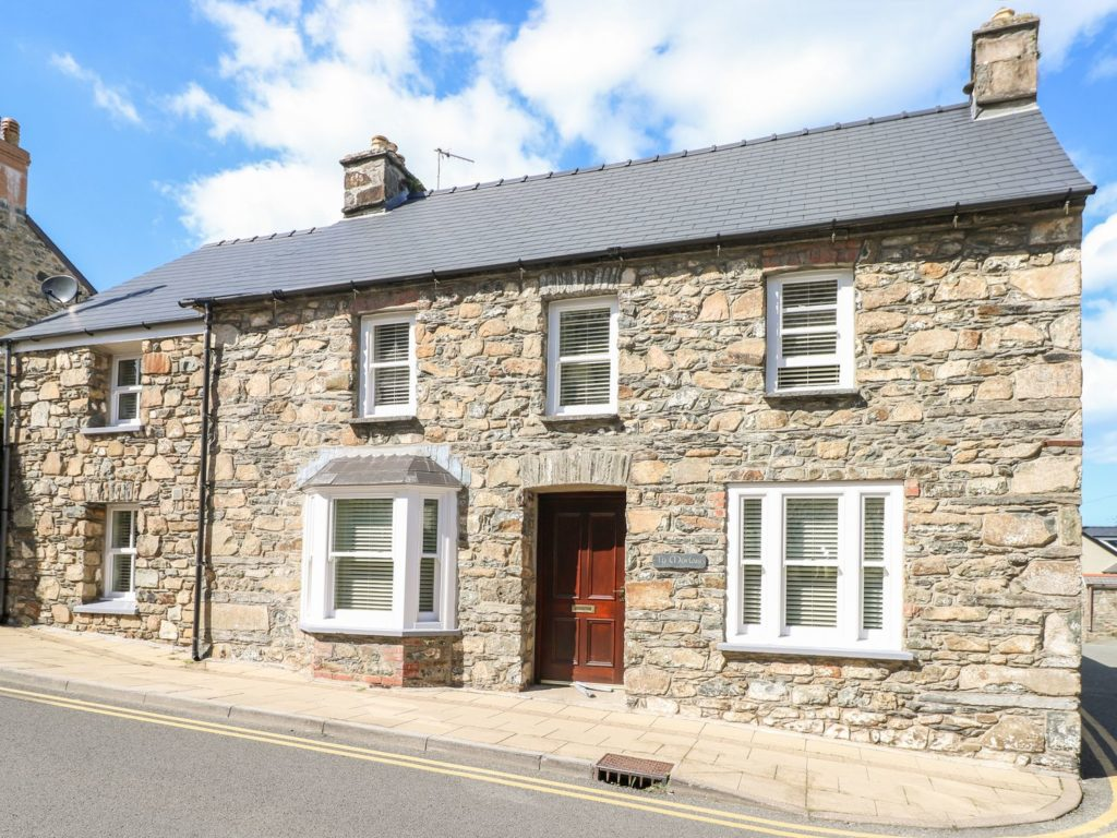 Large self catering holiday cottage Ty Morlais Newport, Pembrokeshire