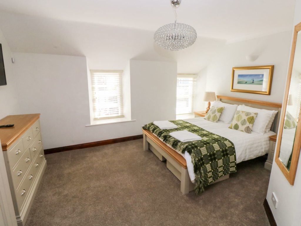 Ty Morlais Newport Pembs self catering holiday - bedroom