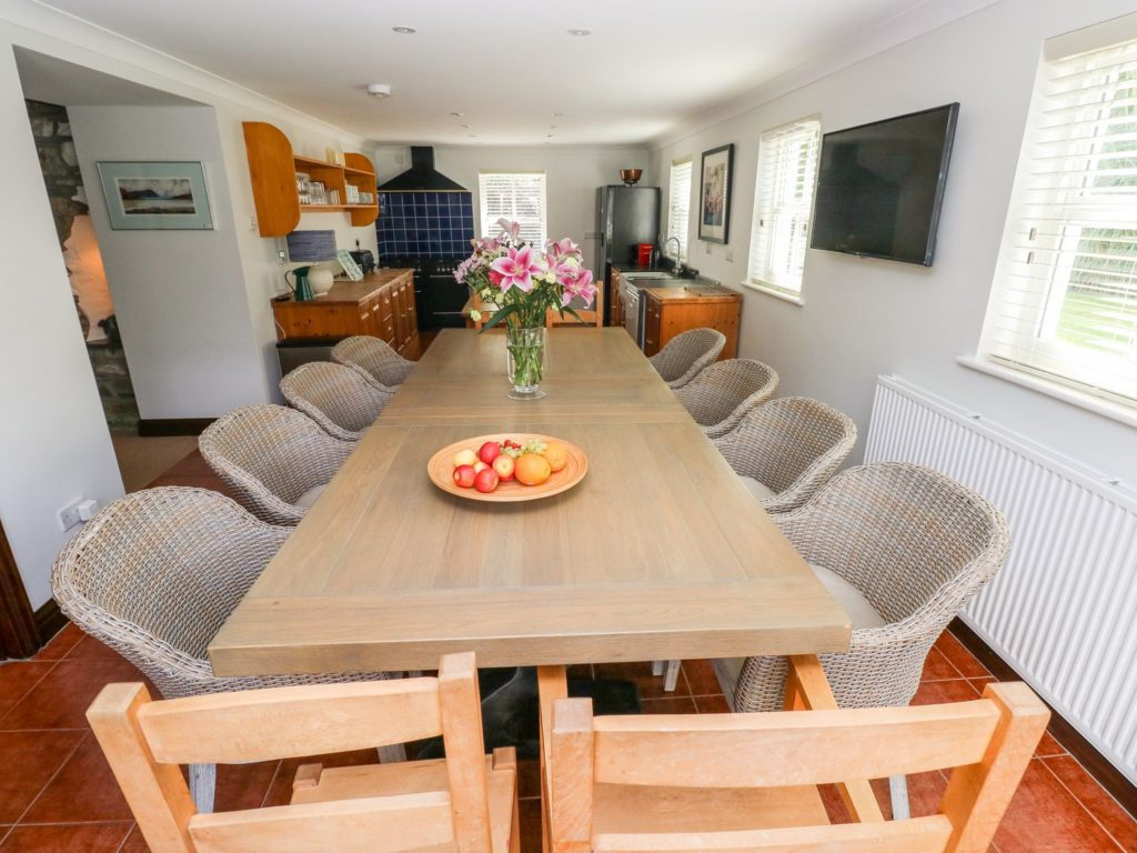 Ty Morlais Newport Pembs self catering holiday - dining area